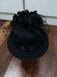 Fashion black hat for her