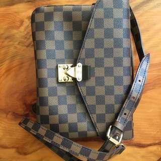 Louis Vuitton pochette shoulder bag