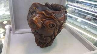 舊角雕花塘魚趣杯