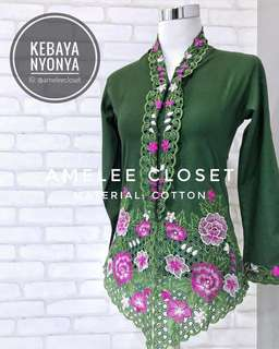 Nyonya Kebaya (Available Size S ONLY)