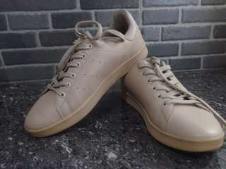Preloved beige sneakers