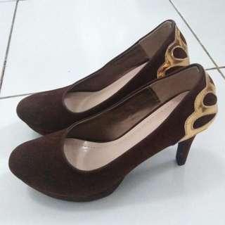 Sepatu Anggun High Heels