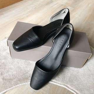 🚚 SOULSIS🖤 全新 韓國 霧黑圓弧切割方底平頭鞋 平底鞋 樂福鞋