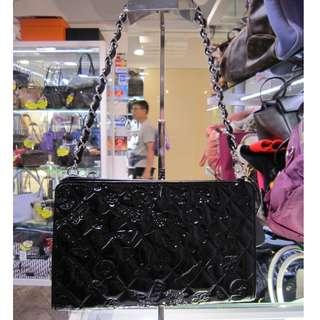 名稱:限量板 Chanel 手提/側背2用包 超值NT$24800(不議價) 狀況:98成新, 全袋完好, 沒有使用感 (每個人對新舊認知不同,請詳見照片為準) 附件: 卡, 鐳標, 塵套 尺寸大約: 23X13CM