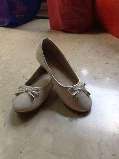 Girl slip-in shoes Size UK 4