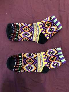 熱鬧圖騰襪子