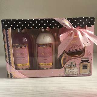 DANIELA ROSSI LOTION AND BODY WASH GIFT SET