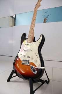 Fender Strat MIA w/ case