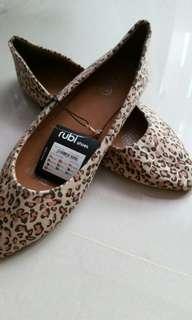Palm shoe