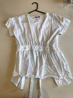 Skinny looking white top (price can be nego)
