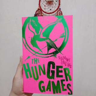 Hunger games by suzanne collins (english)
