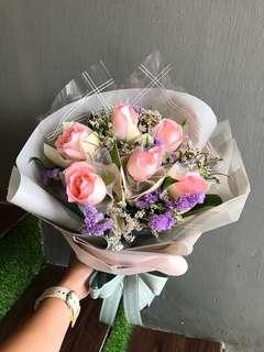 6朵浅粉色💗玫瑰