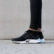Women nike air presto flyknit black white