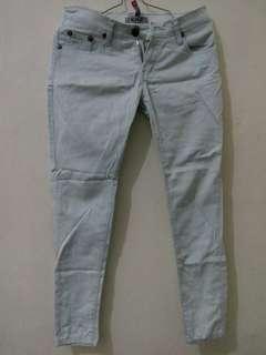 Celana Jeans no 28