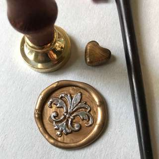 Fleur de lis wax seal (head + wooden handle)