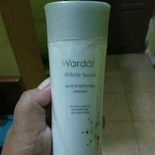 Wardah brightening cleanser