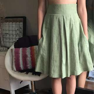 Green skirt with pockets