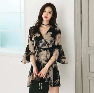 Women's Revealing V-Neck Printed Flare Sleeve Lace-up Dress