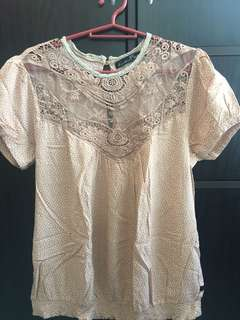 Kamiseta lacy top, fits medium to large. Good used condition