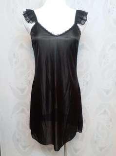 🚚 黑色絲質 睡衣   有一點透