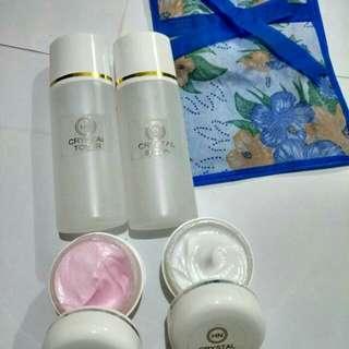 Cream wajah HN Crystal,rahasia utk wajah glowing ya pake HN crystal dong,dijamin glowing,satu paket harga 55.000 free ongkir.
