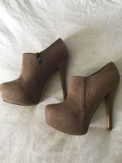 Nude heels 39