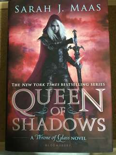 SIGNED Queen of Shadows by Sarah J. Maas