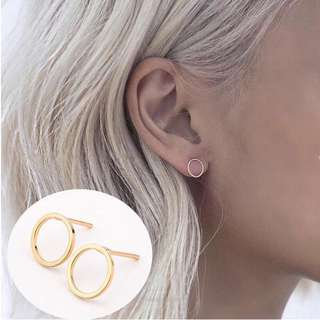 Minimalist edition: Gold round hollow earrings