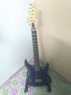 Guitar Pyramid LG-02