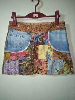 Super unique denim and peranakan fusion skirt 😎😘