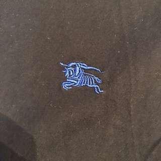 🚚 Burberry 日本線黑標 刺繡經典戰馬logo 小v領短T m號 格紋袖口 英倫風