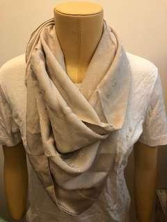 🚚 LV 絲巾 86*86 背面有光澤感 (售出不退)