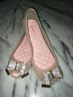 Pink jelly shoes with sparkly crystal 🎀 😍😍😍