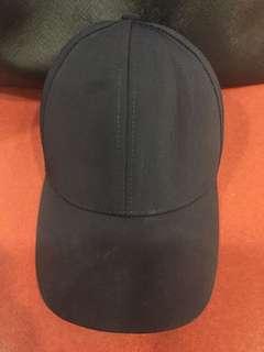 Navy blue cap from Aritizia