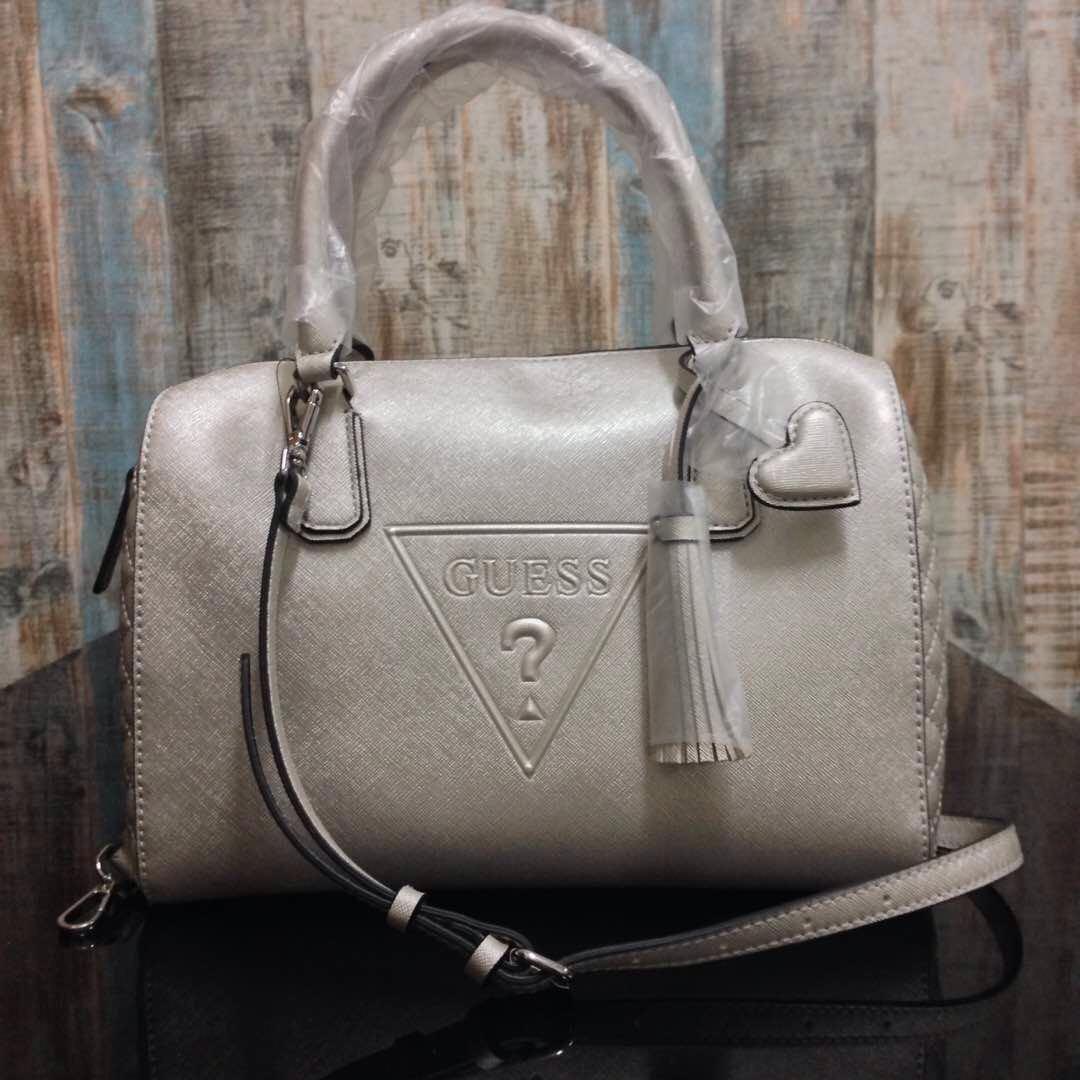 9fe85f198d7 💯AUTHENTIC GUESS Baldwinpark Speedy Box Handbag