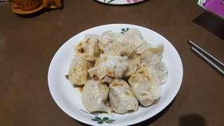 生鮮大水餃/大餛飩 大水餃  (玉米/6$,韮菜/5$,高麗菜/5$ 大餛飩/5$)