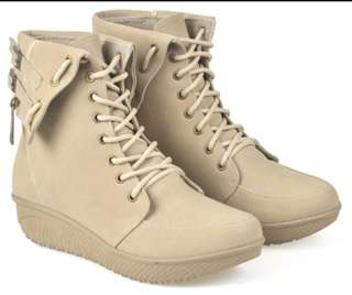 Sepatu booth wanita