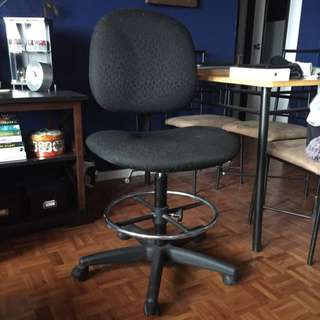 **REDUCED* Computer/ Drafting Chair