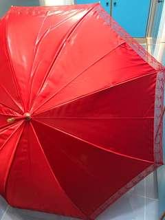 婚嫁出門紅傘