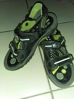 Sandal sepatu homyped