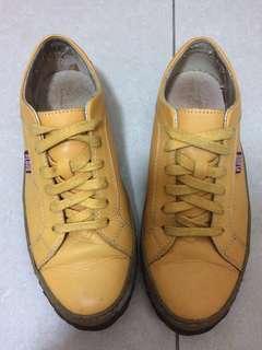 🚚 PLAYA_個性皮革休閒鞋 (芥末黃)+另贈全新鞋帶*1