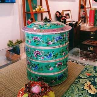 Noyna ware- porcelain tingkat