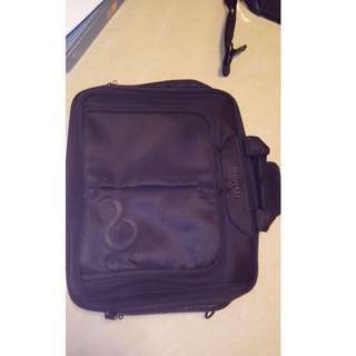 Fujitsu notebook laptop bag 公事包+shoulder Straps 手提電腦袋
