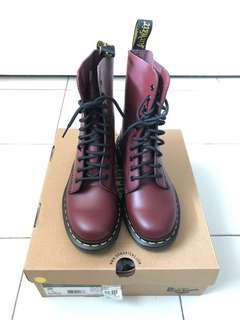 DR MARTENS 1490 Cherry Red Rouge EU39 UK6 US7