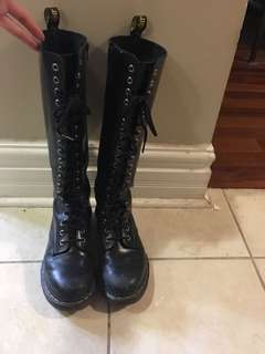 20 eye doc martens boots