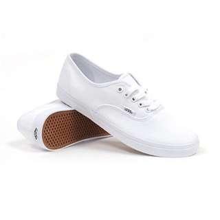 VANS Authentic Lo Pro True White Size 7 Women 5.5 Men