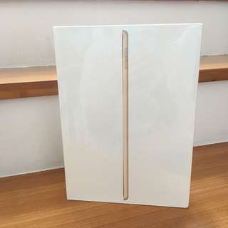 "APPLE iPad 9.7"" Gen 5 2017 A1822 Gold New"