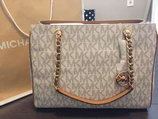 Brand New Authentic Michael Kors Purse