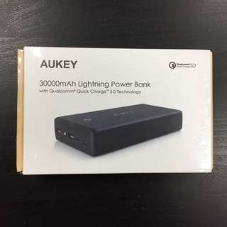 📷 Actual photo! Aukey 30000mah QC3.0 Powerbank for overseas and enlistment Powerbank