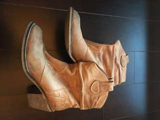 Leather boots, size 38